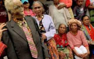Тораджи. Необычный обряд племени тораджа в индонезии